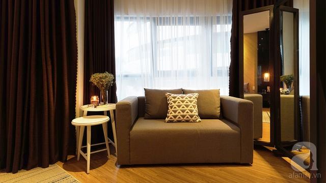 Chiếc sofa là nơi bà mẹ ba con có những phút giây thư giãn riêng tư ngay trong phòng.