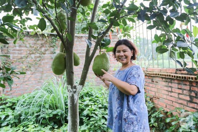 Nữ ca sĩ trồng rất nhiều cây ăn quả.