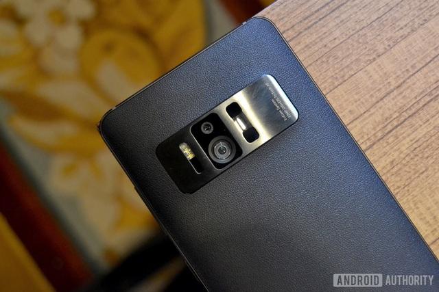 Cụm camera mặt sau của Asus Zenfone AR - Ảnh: Android Authority