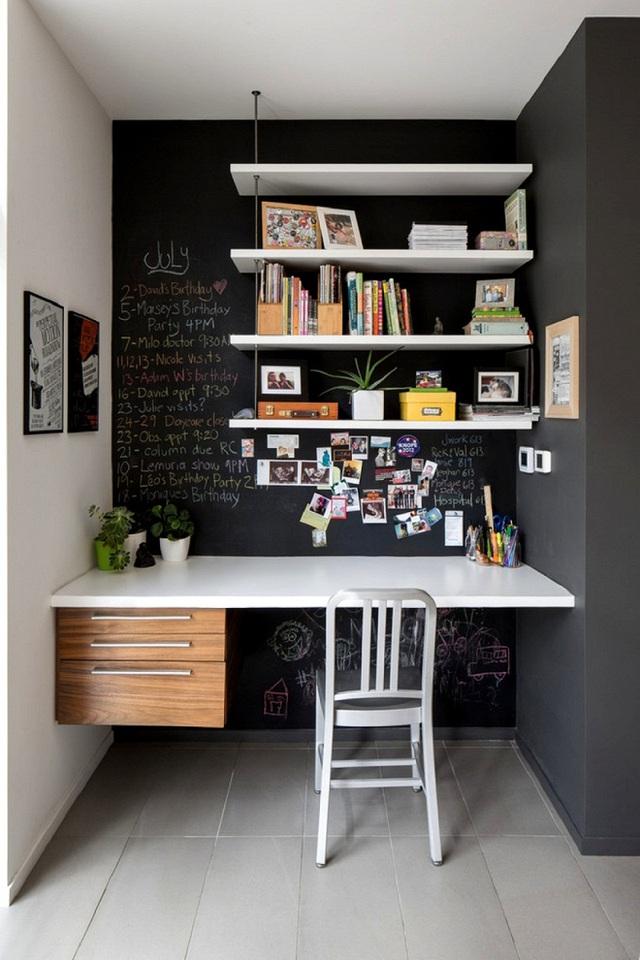 Bạn có thể liệt kê những công việc cần hoàn thành ngay trên bức tường đen trước mặt, và vậy là không sợ quên việc nữa nhé!
