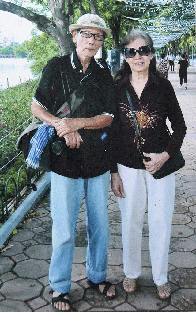 Vợ chồng nhiếp ảnh gia Nguyễn Tấn Vinh. Ảnh NVCC