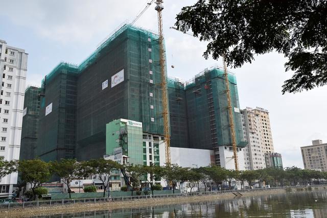 Chào đón sự kiện cất nóc Tháp B The Goldview, TNR áp dụng nhiều chính sách bán hàng đặc biệt hấp dẫn cho khách hàng mua căn hộ.