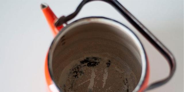 Ấm đun dễ dàng làm sạch nhờ giấm.