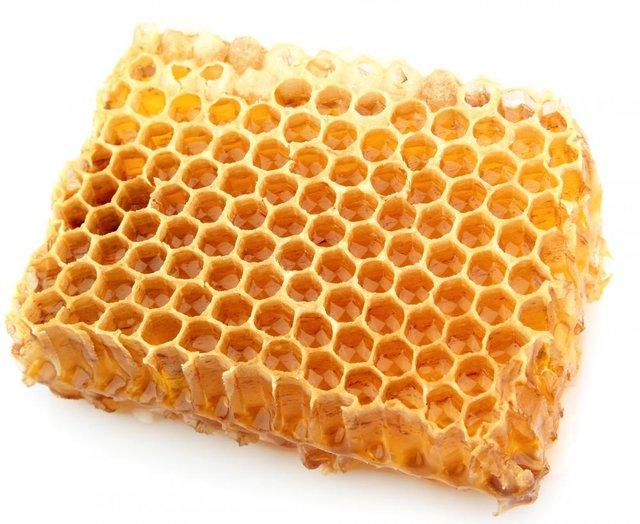 Sáp ong giúp kháng khuẩn và cung cấp dinh dưỡng cho lợi