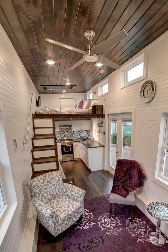 Không gian chính của ngôi nhà là phòng khách - bếp - ăn và một giường ngủ trên gác lửng.