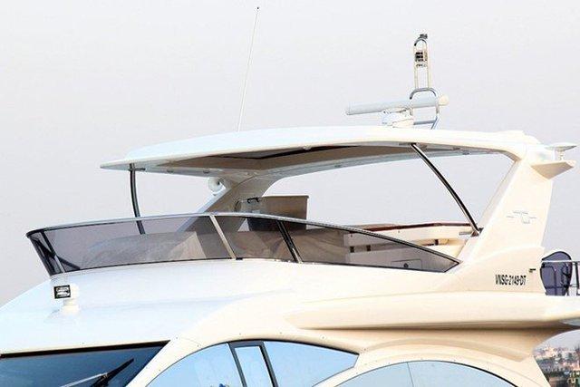 Chiếc du thuyền này không chỉ ấn tượng với vẻ bề ngoài mà còn sở hữu nhiều công nghệ tiên tiến và hiện đại của ngành chế tạo du thuyền trên thế giới.
