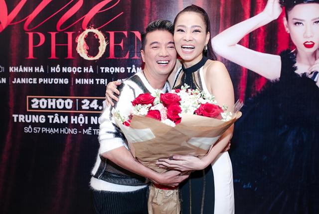 Mr Đàm bận rộn nhưng vẫn đến chúc mừng Thu Minh.