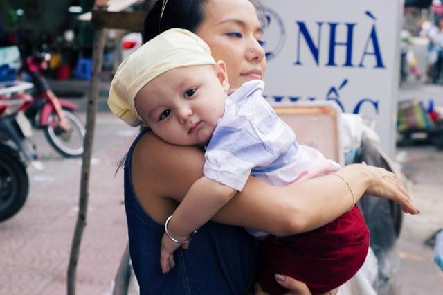 Suốt thời gian quay phim, Lý Thanh Thảo luôn ở bên chăm sóc con trai. Cô còn hỗ trợ đoàn phim có những tác động để cậu bé diễn xuất thật tự nhiên ở các cảnh khóc, cười.