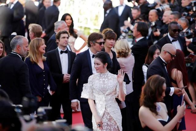 Tại Cannes năm nay, Lý Nhã Kỳ bỏ ra hơn 1 triệu Euro với mục đích quảng bá du lịch Việt Nam. Nhưng cô đã tạo ra khá nhiều ồn ào khi treo pano quảng bá Việt Nam cùng hình ảnh chân dung mình cùng dòng chữ The new voice of Vietnam (Tiếng nói của Việt Nam).