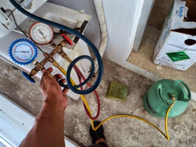 Nạp gas cho máy lạnh yêu cầu người dùng phải có đầy đủ dụng cụ hỗ trợ, nắm rõ kỹ thuật nếu không sẽ rất nguy hiểm.