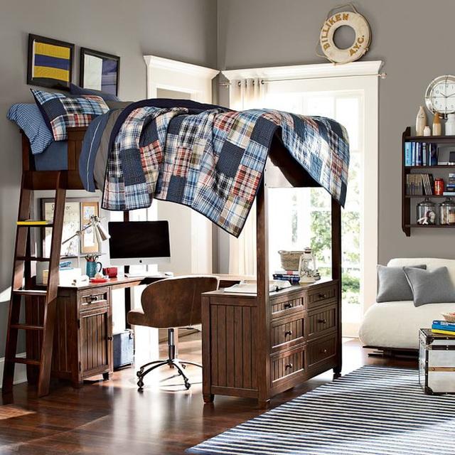 3. Với các bé trai, bạn cũng có thể chọn kiểu dáng đơn giản, màu gỗ tối giúp căn phòng đẹp cá tính và ấn tượng hơn. Thêm một vài điểm nhấn trang trí từ họa tiết kẻ sọc của chăn ga gối đệm và tranh treo tường. Sự tương phản, đồng điệu trong cách chọn lựa màu sắc cũng có thể giúp cho chiếc giường đa năng thêm đẹp hơn trong phòng.