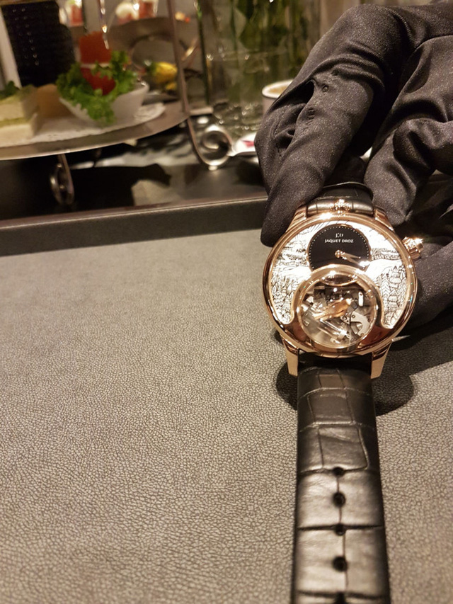 Chiếc đồng hồ Chim Hót có thể phát ra âm thanh như tiếng chim hót với giá lên tới 11 tỷ đồng. Ảnh: Quang Thắng.