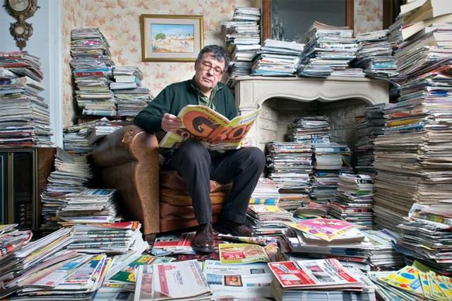 Antoine sử dụng rất nhiều loại rác tái chế, trong đó bao gồm giấy báo...