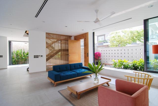 KTS đã lựa chọn bố cục không gian đóng-mở cho ngôi nhà.
