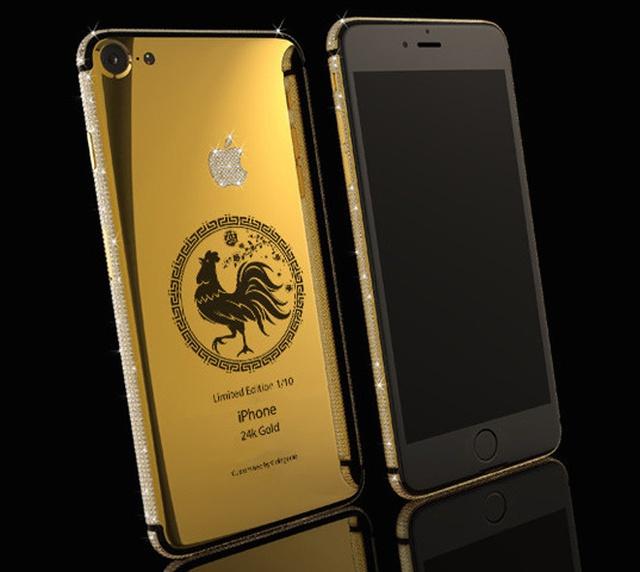Công ty này cũng có một phiên bản đặc biệt khác dành riêng cho năm 2017 là iPhone 7 Elite Year of the Rooster. Máy được mạ vàng 24K còn logo được gắn kim cương với giá gần 90 triệu đồng.