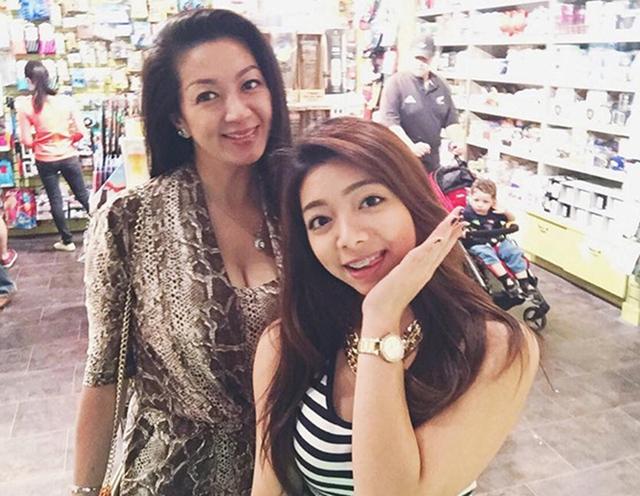 Thanh Xuân vẫn đẹp mặn mà dù đã ở ngưỡng tuổi 50. Bà và con gái Katleen Phan Võ, cô bé thừa hưởng nhiều nét đẹp từ mẹ