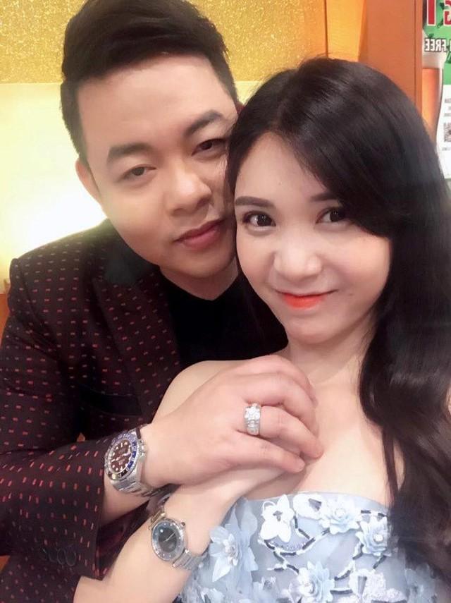 Quang Lê và người yêu Thanh Bi bị nghi tạo chiêu trò PR. Ảnh: FBNV.