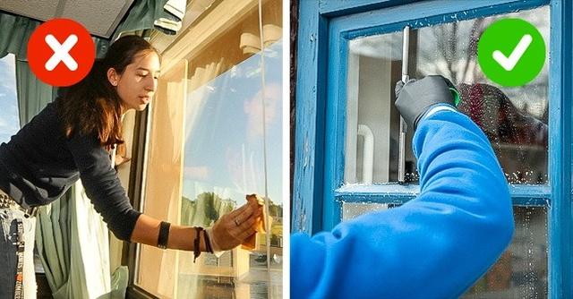 2. Vệ sinh cửa sổ ư - tốt nhất là bạn nên làm vào những hôm khi thời tiết mát mẻ, hơi ẩm - lúc này các vết bẩn sẽ nhanh bị loại bỏ mà không dễ bị bám bụi.