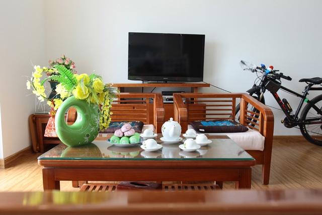 Căn hộ khá rộng rãi với có diện tích hơn 100m2, có hai phòng ngủ, một phòng khách và phòng để đồ, tập nhảy của Linh Miu. Nội thất trong căn nhà khá đơn giản, không cầu kì.