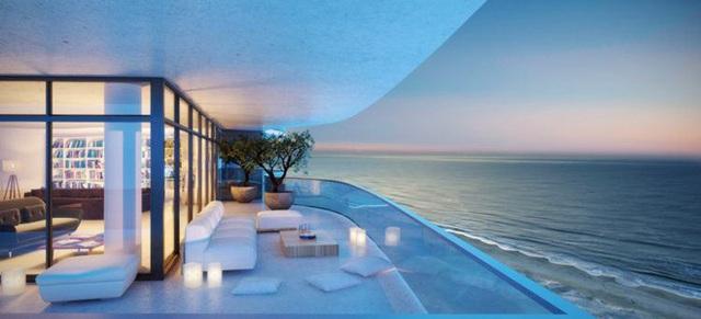 3. Ban công của khu nghỉ dưỡng cao cấp bên bờ biển thuộc thành phố Hollywood - chốn thiên đường để ngắm biển Đại Tây Dương.