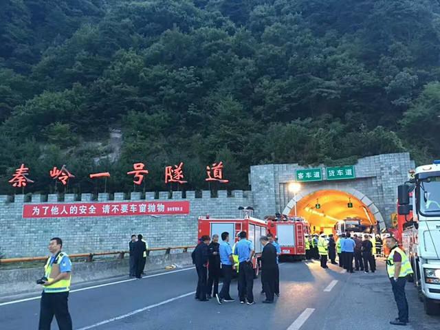 Tai nạn xảy ra tại hầm Tần Lĩnh. Ảnh: QQ.