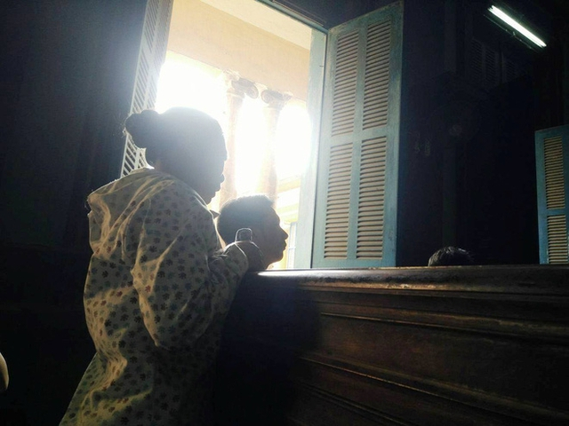 Mẹ của bị cáo Tú van xin gia đình bị hại trong đau đớn.