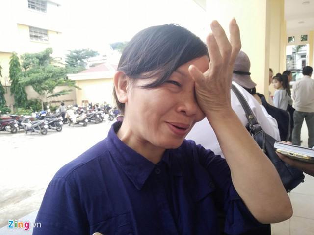 Mẹ Hương bật khóc mỗi khi kể chuyện về con gái. Ảnh: Tiên Tiên.