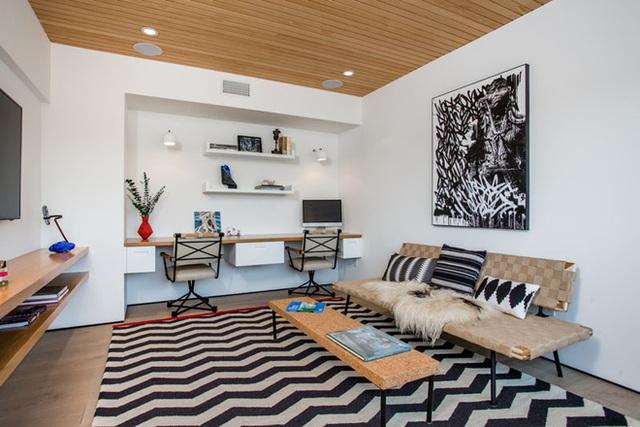 3. Nếu không gian sống của gia đình bạn không thể tạo ra một phòng làm việc riêng biệt thì đây là một gợi ý không tồi chút nào để bạn có thể áp dụng luôn và ngay.