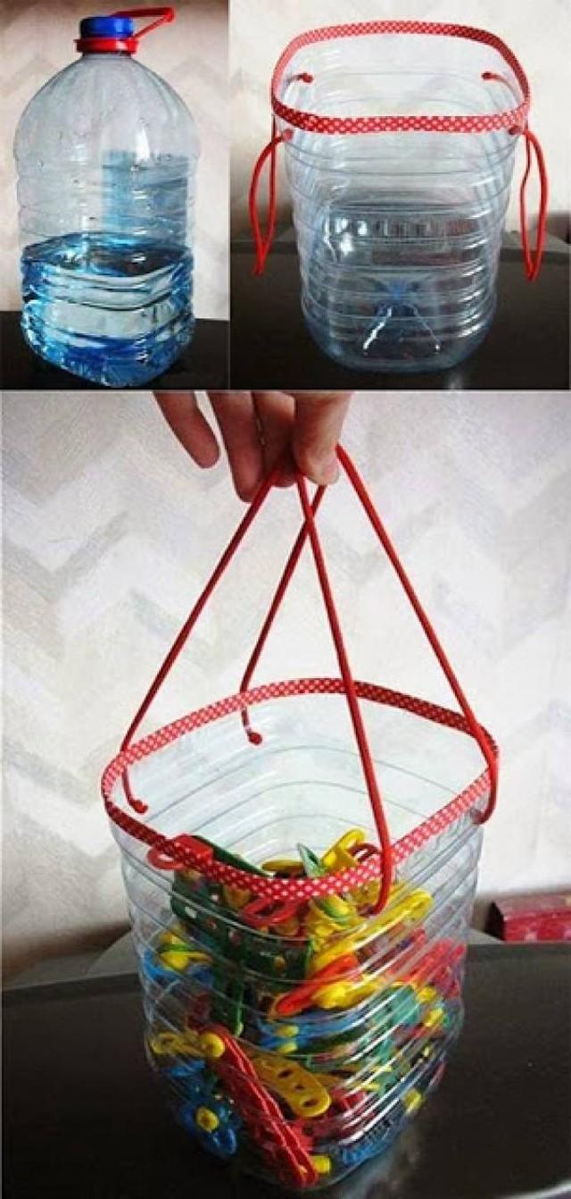 Túi chai nhựa là một cách trữ đồ đơn giản mà bạn có thể thử.