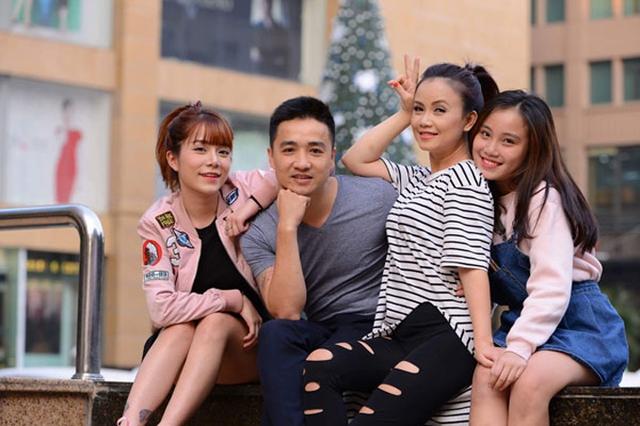 Trước khi đến với ông xã Cao Thắng, Hoàng Yến từng trải qua 3 lần đổ vỡ hôn nhân và có hai con gái lớn. Nữ diễn viên chia sẻ 2 con gái và bố dượng rất yêu thương nhau.