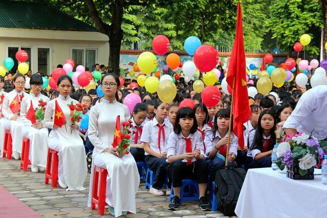 Lễ khai giảng năm học của trường THCS Giảng Võ năm nay có sự góp mặt của gần 4000 học sinh, trong đó có 896 học sinh lớp 6
