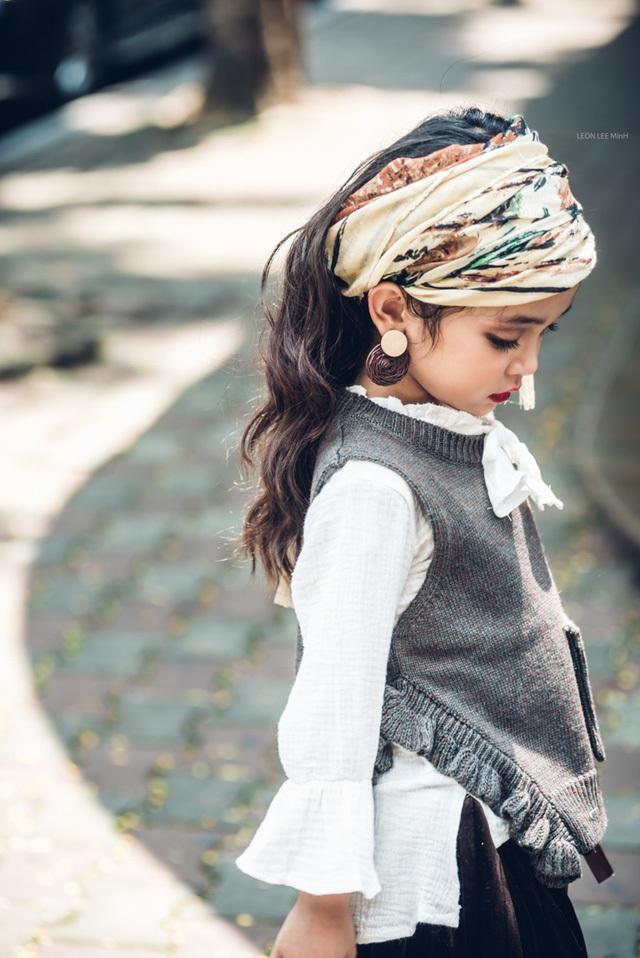 Diệp Anh bắt đầu làm người mẫu từ năm 4 tuổi. Nhờ sở hữu gương mặt đáng yêu, cô bé nhận được khá nhiều lời mời làm mẫu cho các nhãn hàng thời trang trong Nam ngoài Bắc.