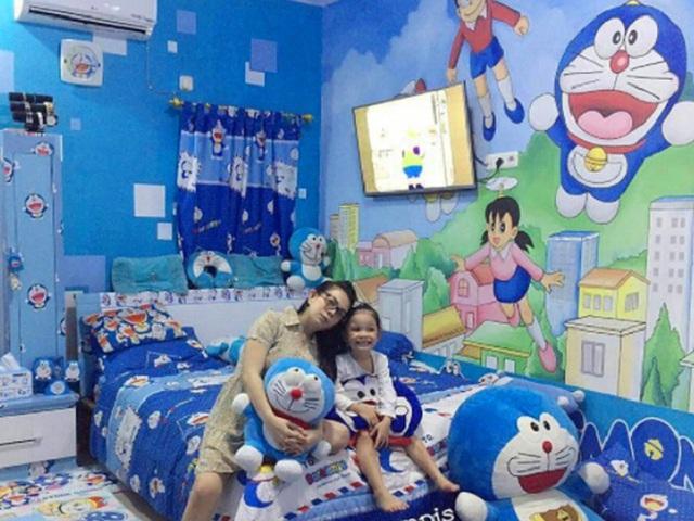 Được biết, căn nhà này thuộc sở hữu của vợ chồng chị Reghina Karwur người Thái Lan. Tuy đã có hai con gái, nhưng cả Reghina và chồng vẫn là những fan cuồng đích thực của Doraemon, vậy nên mọi chi tiết trong tổ ấm của hai người đều mang màu xanh dương đặc trưng và hình dáng chú mèo máy tương lai.