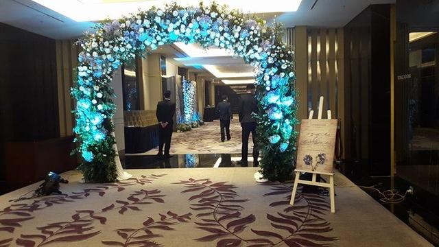 Được biết, đám cưới của BTV Quang Minh và nhà văn Linh Lê diễn ra tại một khách sạn lớn ở Hà Nội. Vì không muốn gây chú ý, lễ cưới của cặp đôi chỉ có người thân, gia đình và bạn bè, đồng nghiệp thân thiết.