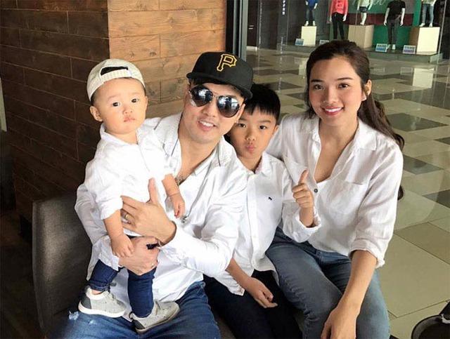 Gia đình 4 người hạnh phúc của Ưng Hoàng Phúc.