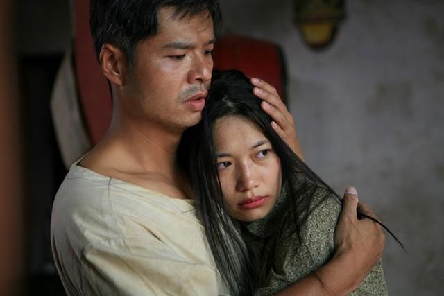 Thương nhớ ở ai do đạo diễn Lưu Trọng Ninh và Bùi Thọ Thịnh thực hiện, chuyển thể từ tiểu thuyết Bến không chồng.