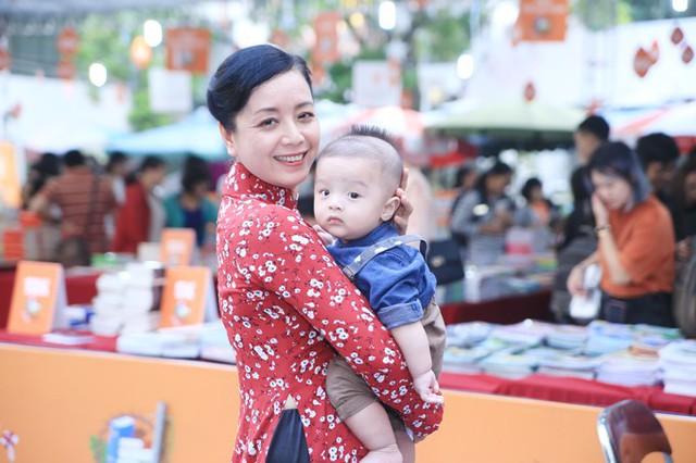 Nghệ sĩ Chiều Xuân rất cưng nựng cháu ngoại. Cậu nhóc được gọi bằng cái tên thân thương Sora.