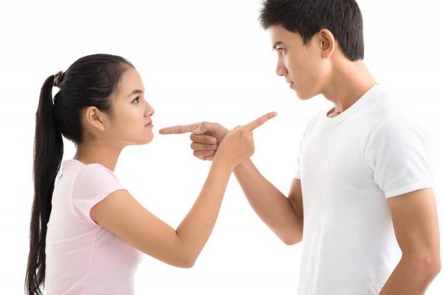 Kéo người khác vào cuộc tranh luận của hai vợ chồng là điều không cần thiết khi bạn có thể thảo luận và sắp xếp. (Ảnh minh họa)