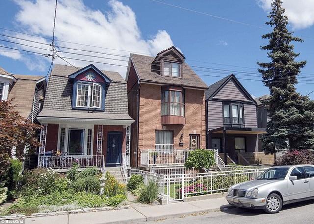 Ngôi nhà nhỏ hai phòng ngủ ở Toronto cũng là nơi Meghan từng gắn bó.
