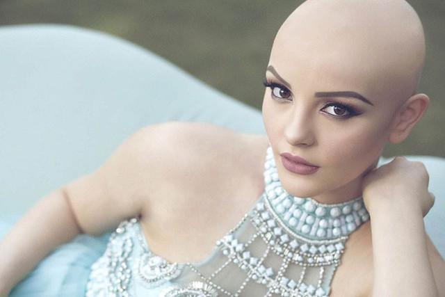 Mới 17 tuổi, Andrea đã phải đấu tranh với căn bệnh ung thư quái ác.