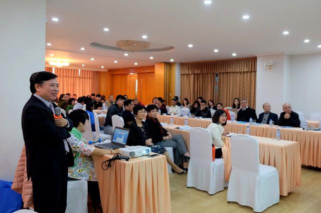 BS Chu Quốc Ân báo cáo chung về việc thực thi Luật phòng chống HIV/AIDS. Ảnh: Trần Minh.