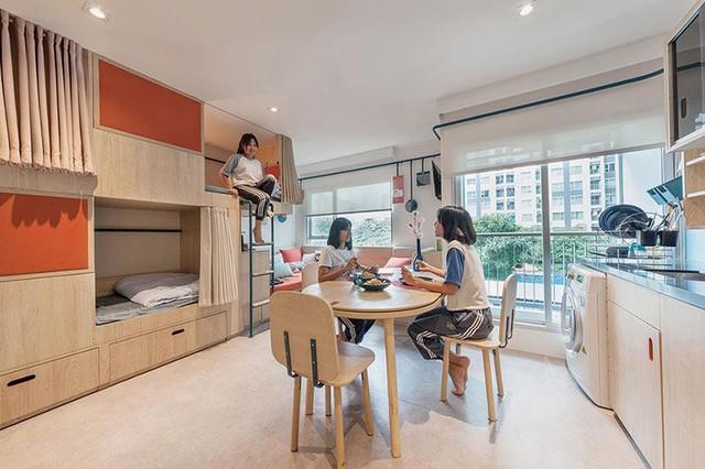 Phòng khách, cũng là phòng sinh hoạt chung kết hợp phòng ăn khá rộng rãi và ấm cúng, tạo cho sinh viên cảm giác như đang ở nhà.