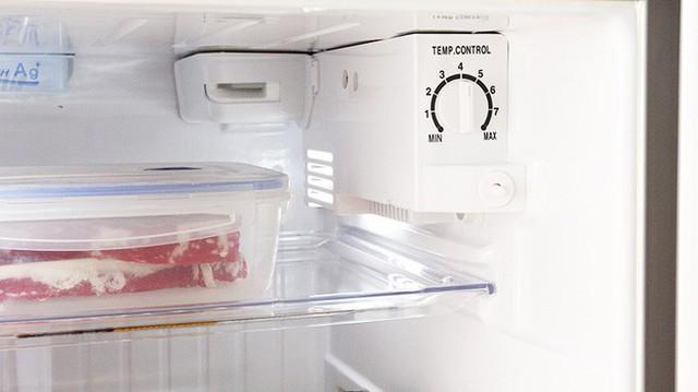 Rã đông trong tủ lạnh được xem là an toàn nhất