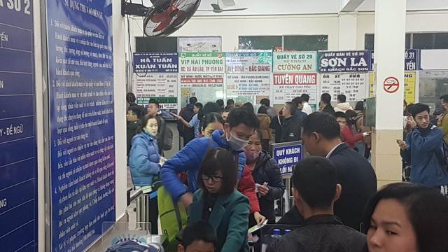 Khu vực bán vé đông nghịt lúc 17h