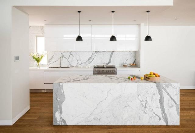 21. Những mảng đá cẩm thạch là sự kết hợp giữa trắng và xám tự nhiên nhất bạn có thể tìm thấy.