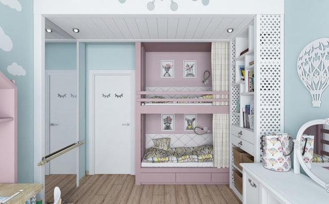 Giường ngủ được đặt gọn gàng ở góc tường gần cửa ra vào. Thêm tấm gương nhỏ gắn tường giúp căn phòng như rộng và sáng hơn.