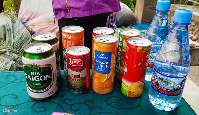 Bia Sài Gòn cũng được bày bán trên đường lên núi Kumgang cho du khách khi dừng chân nghỉ mệt.
