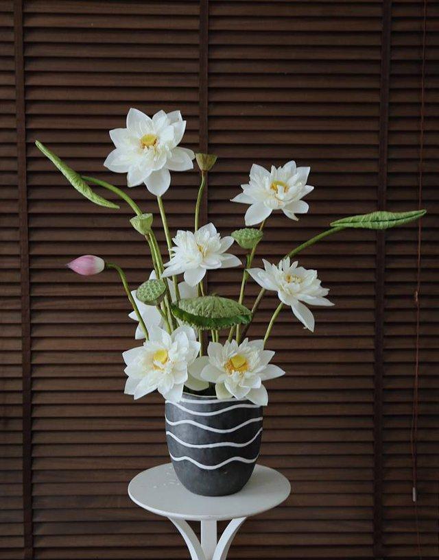 Anh Nam cắm và chụp hoa lúc sáng sớm nên bông nào bông nấy đều nở đều và tròn đẹp.