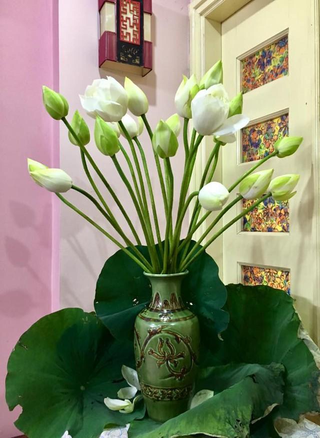 Hoa sen có mặt trong nhiều công trình tôn giáo như trong các hồ ở chùa, có mặt ở các toà sen của các vị chư Phật, chư thần.