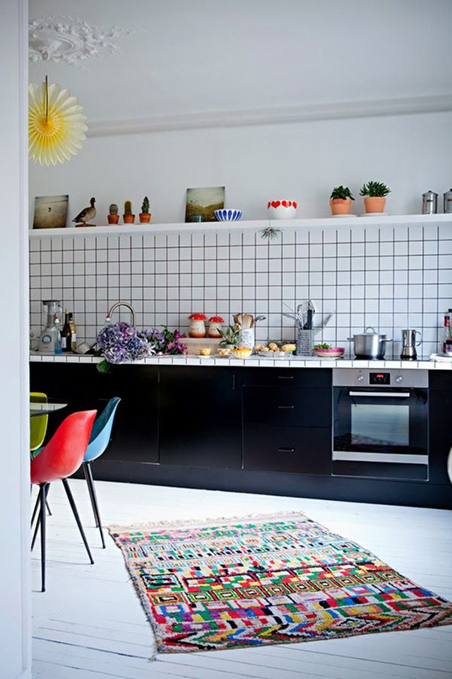 Phòng bếp hiện đại với gạch màu xám càng làm tôn lên nét nổi bật của những viên gạch.